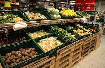 Auchan phases out disposable packaging